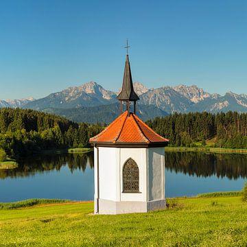 Kapel in Hergratsrieder See, Beieren, Duitsland van Markus Lange