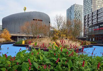 Het Merkur Casino in Almere gezien vanaf het Schipperplein van Gert Bunt