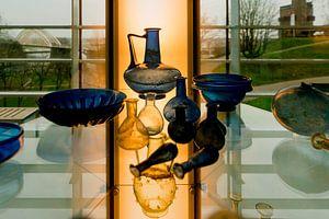 Oud glaswerk in museum het Valkhof in Nijmegen
