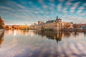Skyline van wolkenkrabbers en overzichtsfoto van Den Haag en de Hofvijver
