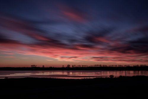 Sunset in wintertime.. II van Miranda van Hulst