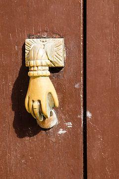 deur kloppers in Tavira van laura van klooster