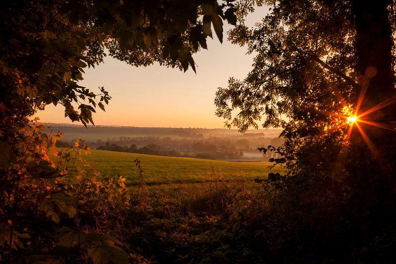 Zonsopkomst boven Zuid-Limburg van John Kreukniet