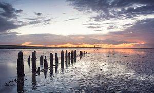 Waddenzee tijdens zonsondergang van