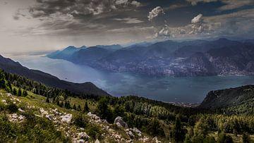 Uitzicht vanaf Monte Baldo, Gardameer van Dennis Donders