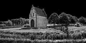 De entreepoort van Bears in Friesland in zwart wit.
