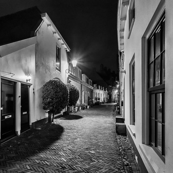 Hometown Nocturnal # 5  van Frank Hoogeboom