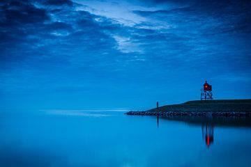 Leuchtturm am Hafeneingang von Stavoren im IJsselmeer von Sjoerd van der Wal