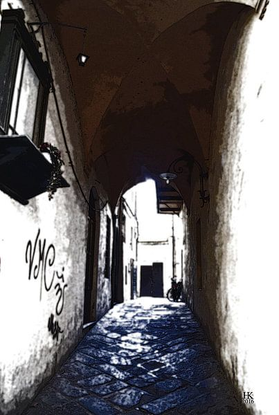 Italiaanse straat met blauw vloer van Hendrik-Jan Kornelis
