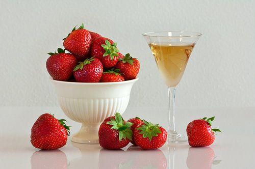 Schaaltje aardbeien met dessertwijn