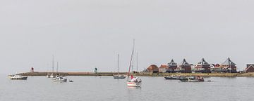 Zicht op Stavoren vanaf de pier van de n ieuwe haven sur