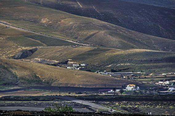 Landschap Lanzarote nabij Yaiza van Harrie Muis