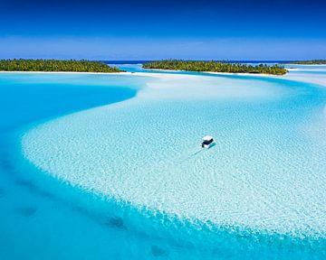 Aankomst met boot in de lagune van Aitutaki. van Nick de Jonge - Skeyes