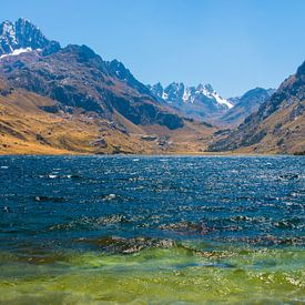 Laguna Querococha, Peru van Peter Apers