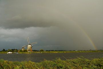 Molen met regenboog / Windmill with a rainbow van G. de Wit