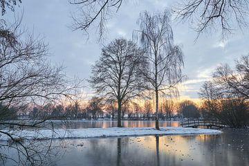 Zonsopkomst in een winterlandschap van Ad Jekel