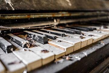 Urbex Piano von Rens Bok