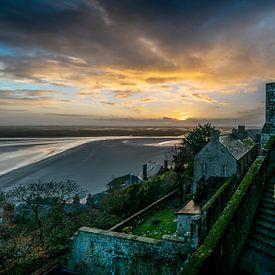 De Abdij van de Mont Saint Michel bij zonsopkomst van Rene Siebring