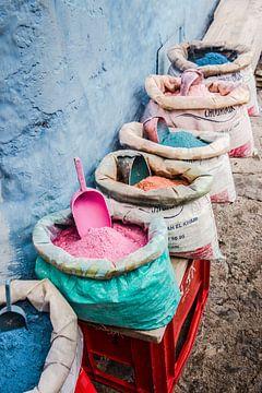 Säcke mit Pulver in Chefchaouen, Marokko von Expeditie Aardbol
