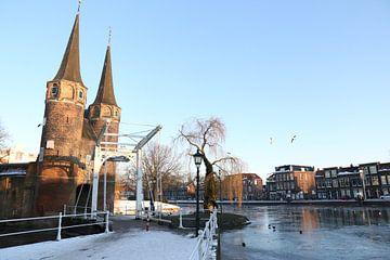 Delft - Oostpoort in de winter van Ewan Mol