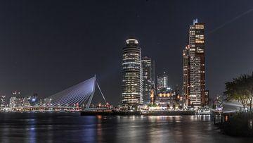 Rotterdam, Blick auf die Erasmus-Brücke und das Hotel New York von Dennis Donders