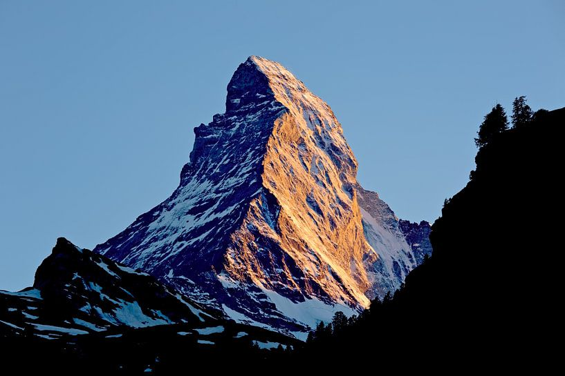 Matterhorn bij zonsondergang van Anton de Zeeuw