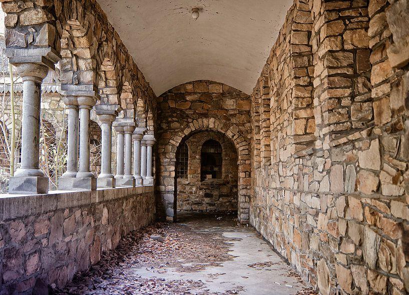 Verlaten Klooster van Nathalie Snoeijen-van Eck