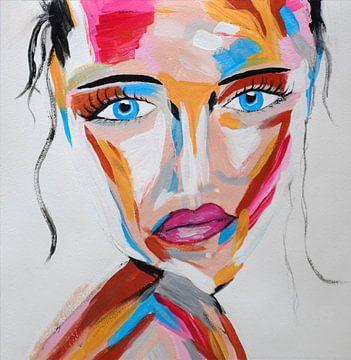 Topaz Secret - Kleurrijk abstract portret van mysterieuze vrouw met blauwe ogen van Roger VDB