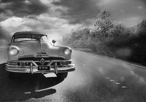 zwart/wit landschap met oldtimer