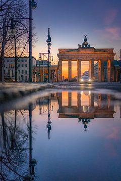 Berlijn Brandenburger Tor Spiegel van Iman Azizi
