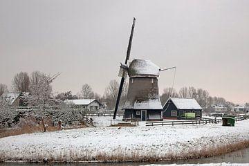 winterlandschap met windmolen in Alkmaar van eric van der eijk