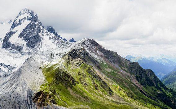 Bergen in de Noord-Italiaanse Alpen van Emile Kaihatu