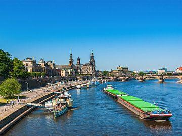 Paysage urbain historique sur le Terrassenufer, Dresde, Allemagne sur Ullrich Gnoth