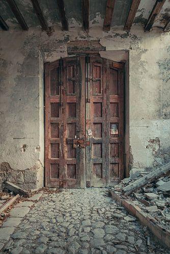 Verlaten plekken: Spaanse fabriekspoort. van