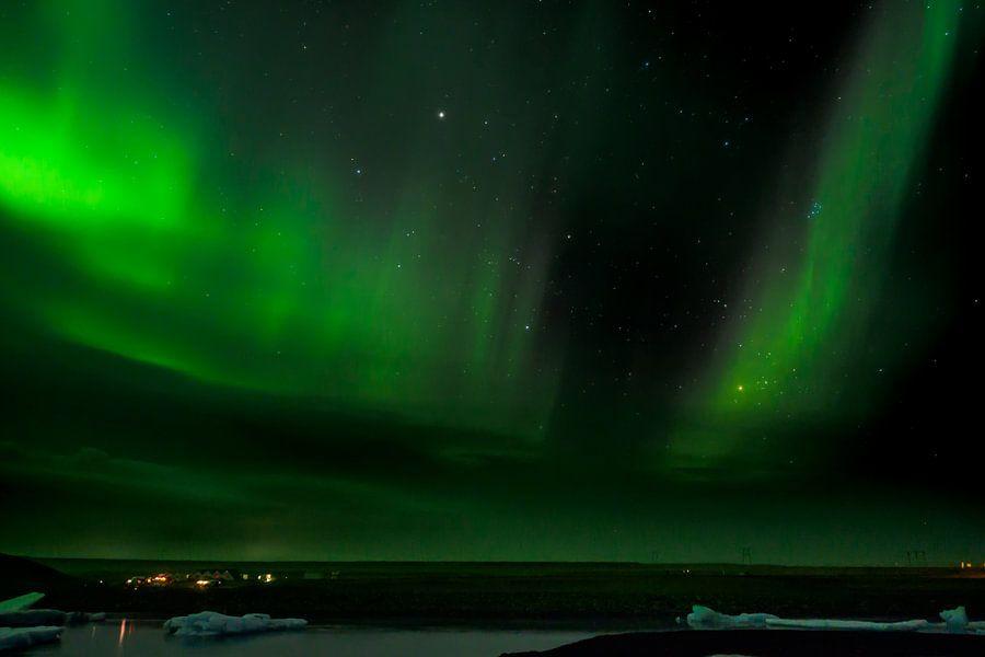 Noorderlicht boven ijsbergmeer van Edwin van Wijk