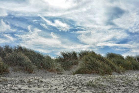 Duinen en wolken in de wind van Joachim G. Pinkawa