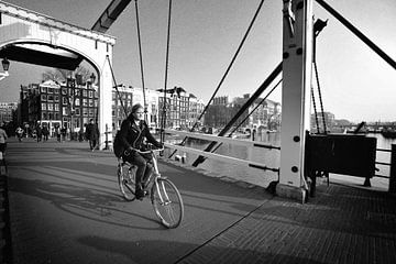 Urban / Street scene Amsterdam (noir et blanc) sur Rob Blok