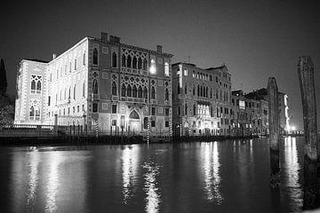 Venetie Canal Grande in de nacht. van Karel Ham