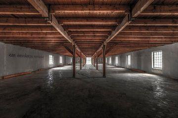 Symmetrie in de verlaten en vervallen Ringersfabriek in Alkmaar