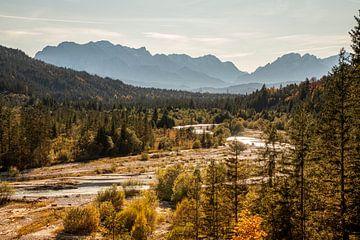 Herfstkleuren in het Karwendel gebergte aan de grens met Duitsland van Hidde Hageman
