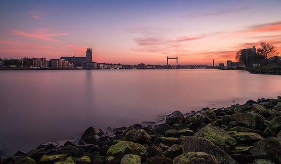 Dordrecht Skyline bij zonsondergang vanuit Zwijndrecht - 2 van Tux Photography