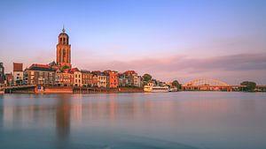 Deventer aan de IJssel in avondlicht