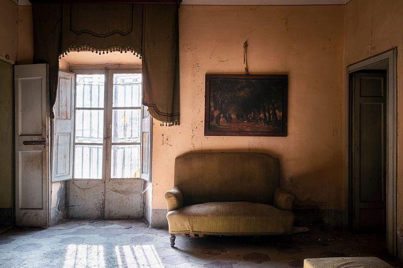 Verlassener atmosphärischer Raum. von Roman Robroek