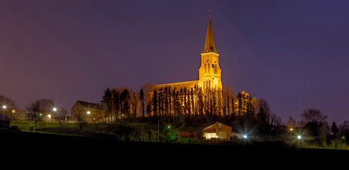 De Sint-Martinuskerk in Vijlen bij nacht