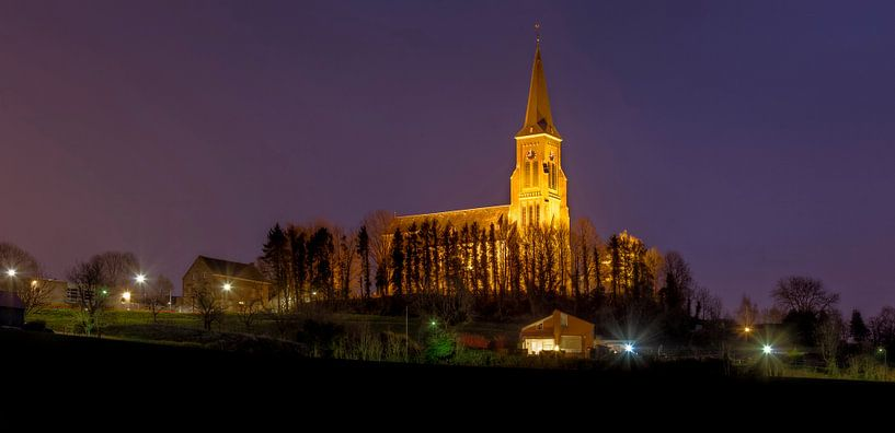 De Sint-Martinuskerk in Vijlen bij nacht van John Kreukniet