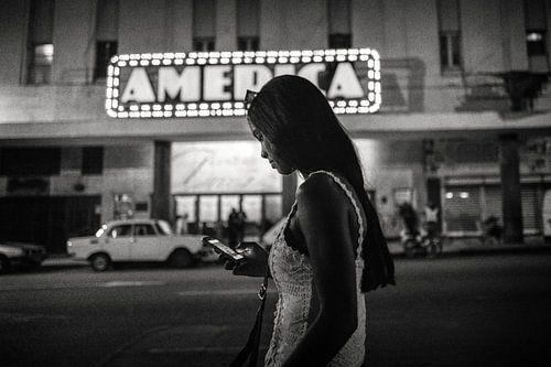 Theater America in Havana van Hans Van Leeuwen