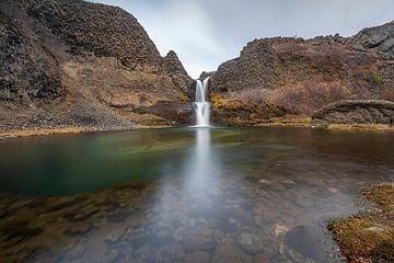 Een van de watervallen van de Gjáin vallei in IJsland van Paul Weekers Fotografie