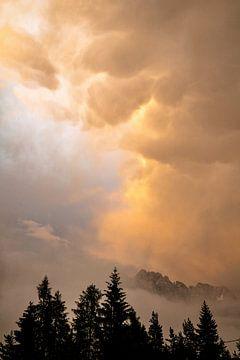Onweerswolk boven de dolomieten van Gerben Tiemens