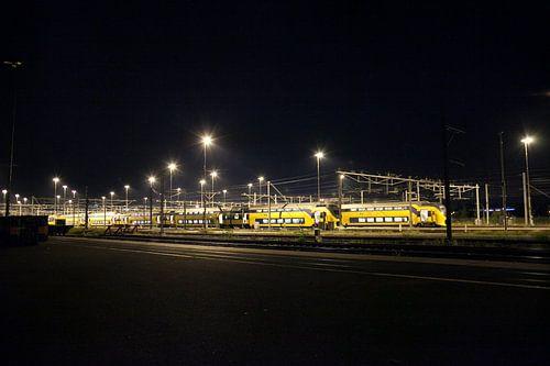 Treinen 's nachts op het rangeerterrein