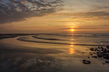 zonsondergang aan het strand von Frans Bruijn